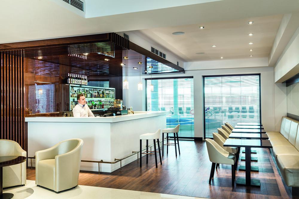bar w hotelu grand