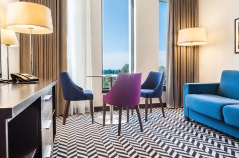 wyposażenie pokoju hotelowego hilton